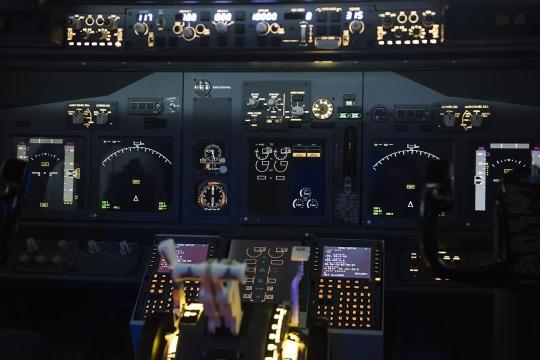 Cockpit_airplane-562590_1280